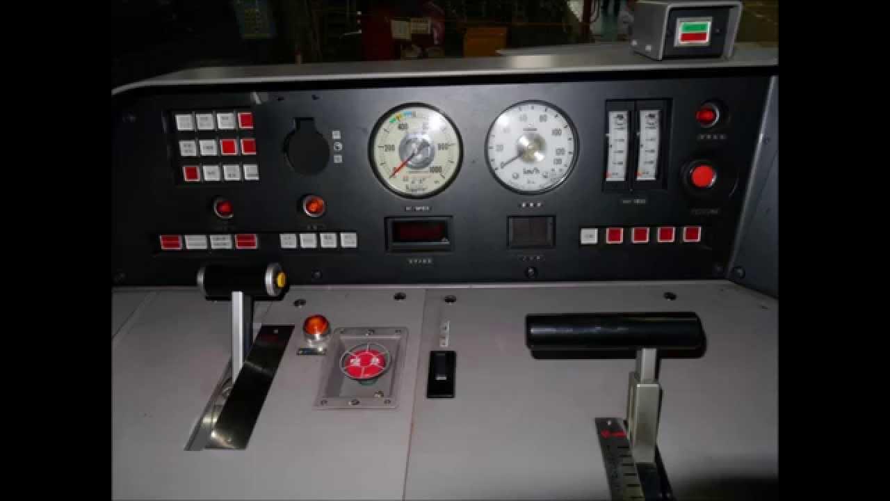 DF200 運転台と機関室 Diesel lo...