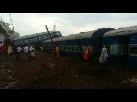 Hindistan Yolcu treni raydan çıktı