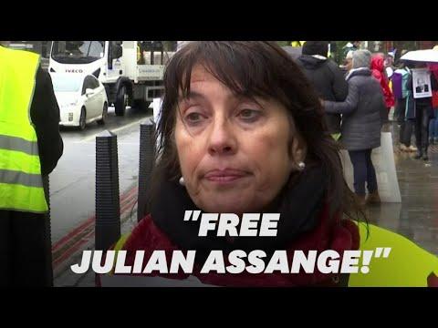 """""""Julien Assange pourrait être un gilet jaune"""": des français à Londres pour soutenir l'activiste"""