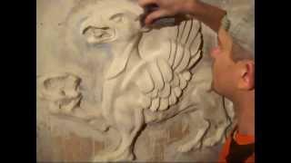 Лепка рельефа из гипсовой штукатурки(В ролике снят процесс лепки скульптурного рельефа на стене