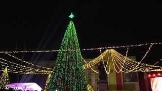 В Оргееве зажгли огни на самой высокой рождественской елке в Молдове