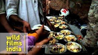 Distribution Of Fruit Salad During Iftar - Feroz Shah Kotla Fort, Delhi