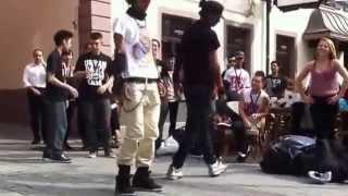 Прикольный танец на улице(, 2014-03-25T11:43:55.000Z)