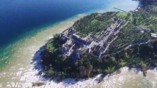 Sirmione vista dal Drone(Terminate le prime riprese di Sirmione ed è pronto il primo trailer sulla perla del Lago di Garda. Nel video si possono vedere le grotte di Catullo, il Castello e il ..., 2016-02-08T22:04:01.000Z)