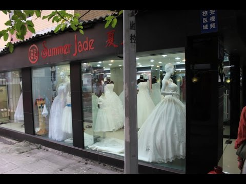 Как сшить свадебное платье с открытой спиной?