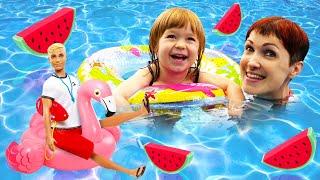Бьянка и Фламинго в бассейне. Маша Капуки помогает Барби найти украшение. Привет, Бьянка