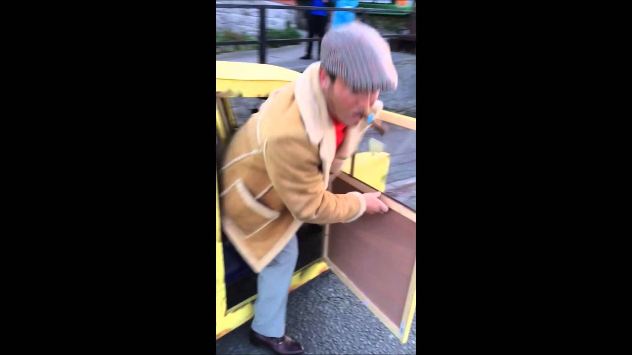 Best fancy dress ever! Only Fools and Horses (Original)  sc 1 st  YouTube & Best fancy dress ever! Only Fools and Horses (Original) - YouTube