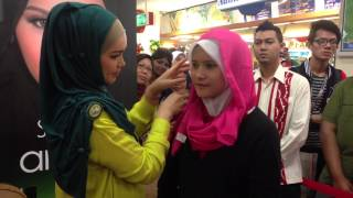 SimplySiti Scarf Tutorial during Meet & Greet Session at Sogo Kuala Lumpur Thumbnail
