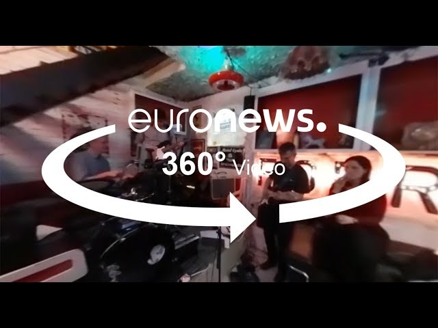 <h2><a href='https://webtv.eklogika.gr/vinteo-360-i-perifimes-ruin-pub-ke-i-laiki-agora-sto-proin-gketo-tis-voudapestis' target='_blank' title='Βίντεο 360: Οι περίφημες Ruin pub και η λαϊκή αγορά στο πρώην γκέτο της Βουδαπέστης'>Βίντεο 360: Οι περίφημες Ruin pub και η λαϊκή αγορά στο πρώην γκέτο της Βουδαπέστης</a></h2>