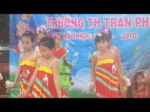 Múa hoa eban trường TH Trần Phú
