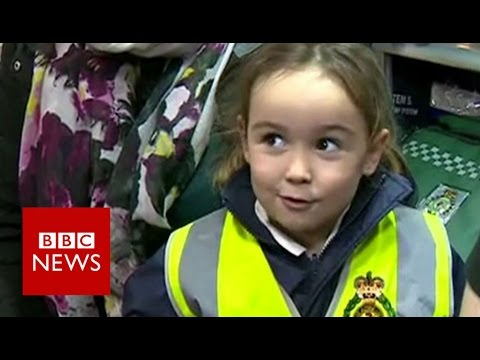 This 4 year old called 999 & saved her mum's life - BBC News