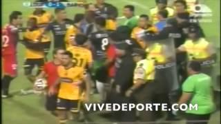 Pelea entre jugadores: Liga de Portoviejo 0 Barcelona 1