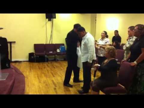 Evangelista Jaime Sanchez ministrando bajo la unción del Espiritu Santo