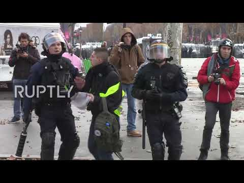 France: 'Yellow vest' protesters clash with police in Paris