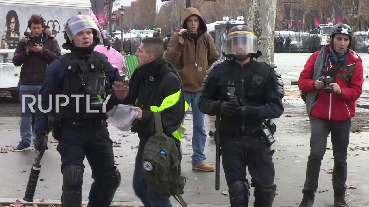 france yellow vest protesters clash with police in paris