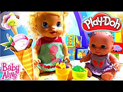 Куклы пупсики кушают мороженое Плей До Беби Элайв лепим