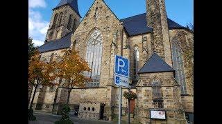 Быстрый обзор церкви в незнакомом городке.