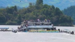 Rescuers rush to scene as tourist boat sinks