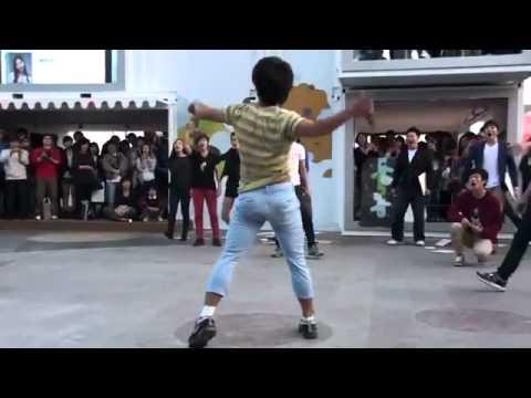 """Hàn Quốc """"phát sốt"""" với clip flash mob siêu... độc đáo"""