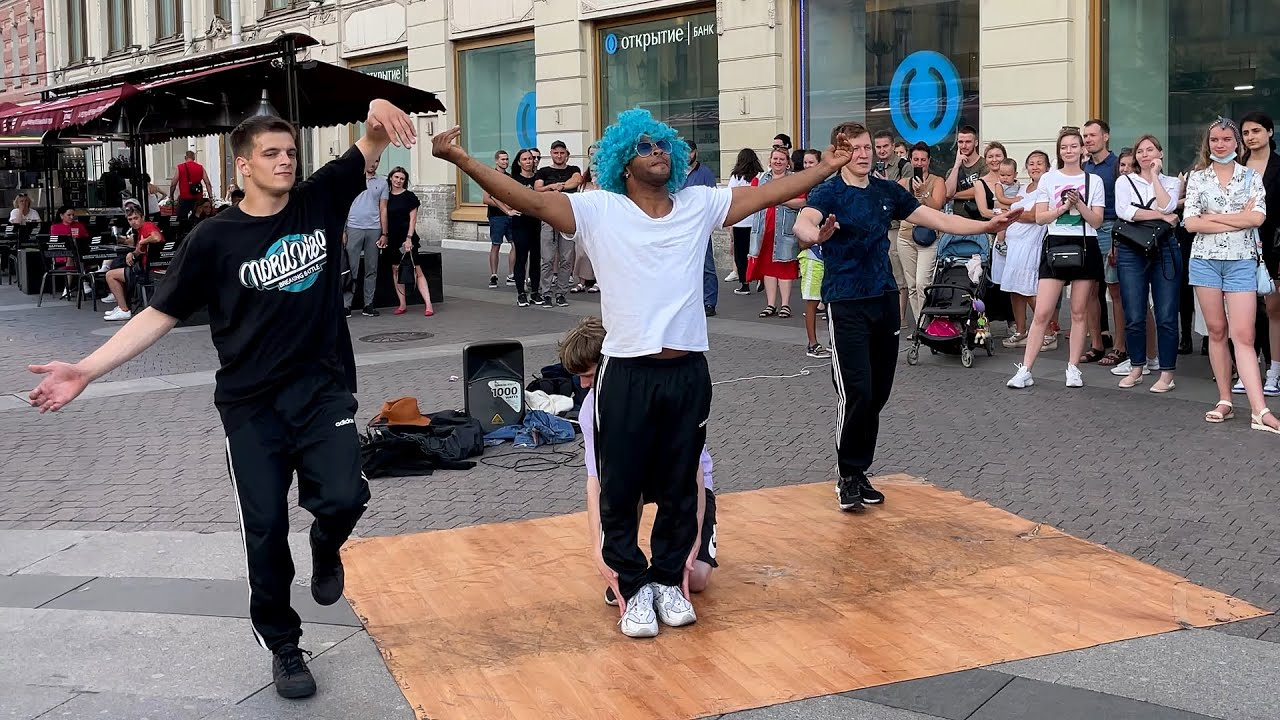 Эффектные танцевальные трюки и движения, акробатика: выступление коллектива «Погнали Ворвёмся» в СПб