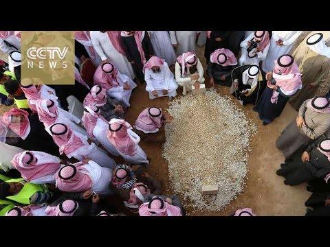 Saudi king Abdullah buried in unmarked grave in austere ceremony