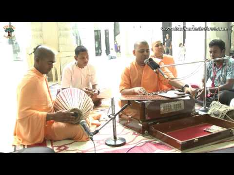 He Prabhu Mujhe Bata Do Charno Me Kaise Aau by Ameya Ras Prabhu at ISKCON Juhu on 01 October 2014