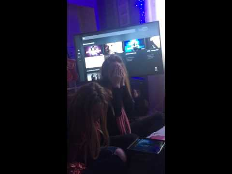 Justin beiber tickets surprise Alicia and Chelsea kerr