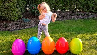 Alisa plays with Giant Surprise eggs !
