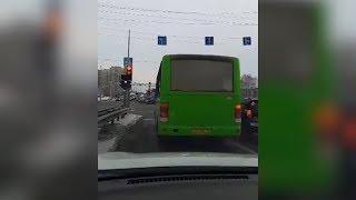 Водитель автобуса нарушает ПДД