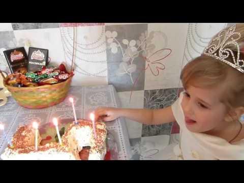 Принцессе Софии Прекрасной 5 летДва тортаБукет из киндер сюрпризов