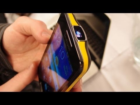 Samsung I8520 GALAXY Beam Projector Phone Hands On Review