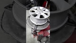 タイヤ交換の様子 thumbnail