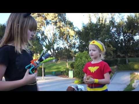 Batman, Robin & Wonder Woman Battle Catwoman & Poison Ivy