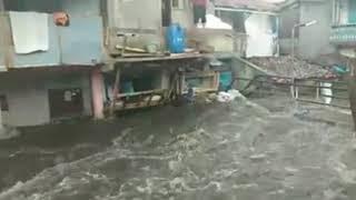 Download Video Banjir di astana anyar Bandung, air hampir sampai genteng MP3 3GP MP4