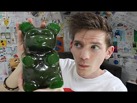 Ando Tries: Worlds Largest Gummy Bear!