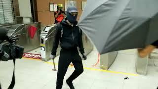 【沙田圍站/2033】黑衣人快閃破壞沙田圍站,黑暴運動、黑色恐怖令人心寒