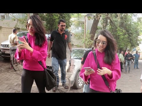 This Video Will Prove That Shraddha Kapoor Is The CUTEST & SWEETEST Celebrity For FANS & Media