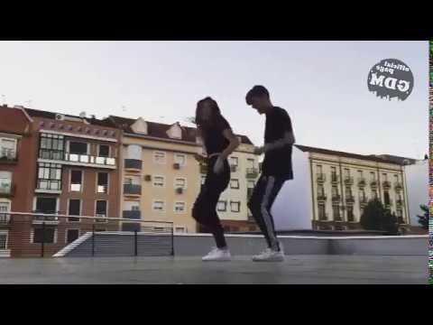 девушка танцует парень дрочит видео