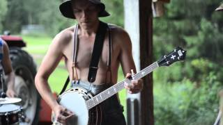 Thunderstruck by Steve'n'Seagulls (LIVE)(Finnish band called Steve'n'Seagulls plays AC/DC's awesome song called Thunderstruck. Recorded by Jaakko Manninen Photography. Visit us on Facebook ..., 2014-08-01T00:45:09.000Z)