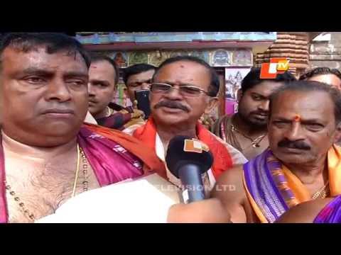 Modi offers prayer at Lingaraj Temple in Bhubaneswar