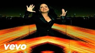 Watch Gloria Estefan Wepa video