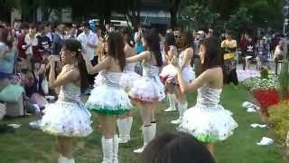 札幌市大通り公園3丁目にて ・曲 「愛のビッグ♥バン」「CAPTIVE」 進む...