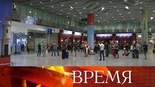 Смотреть видео Пассажирка рейса Симферополь - Санкт-Петербург родила мальчика прямо на борту самолета. онлайн
