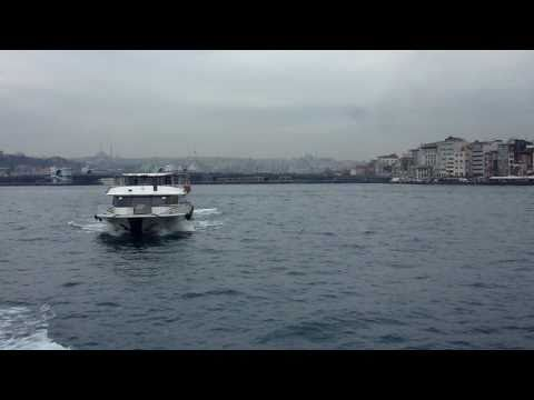 Istanbul (5).   Schiffsfahrt von Emonönü ( Europa )  nach Üksküdar ( Asien )