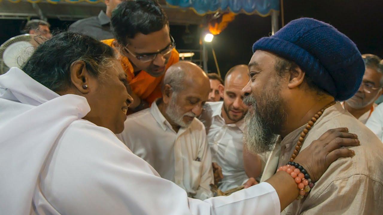 Download Moojibaba visits Amritanandamayi (Amma)