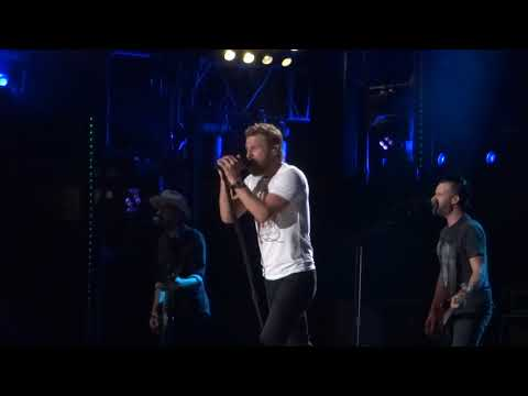 Dierks Bentley sings