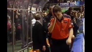 Fanų mestas daiktas sporto halėje pataikė į teisėją Sasa Pukl