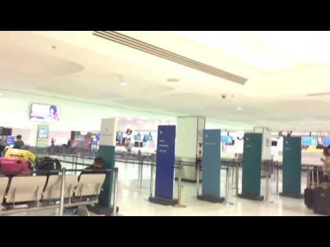 SYDNEY INTERNATIONAL AIRPORT AUSTRALIA DEPARTURE HALL TERMINAL 1 DROP OFF PASSENGER
