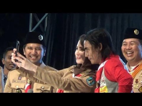 Charly SETIA Band & Arumi Bachsin Guncang ALun ALun Trenggalek - Bioz.tv