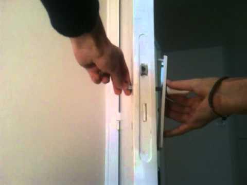 Installer La Serrure Poignée De Votre Porte YouTube - Porte placard coulissante jumelé avec serrure heracles